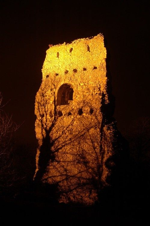 Bramber Castle at night