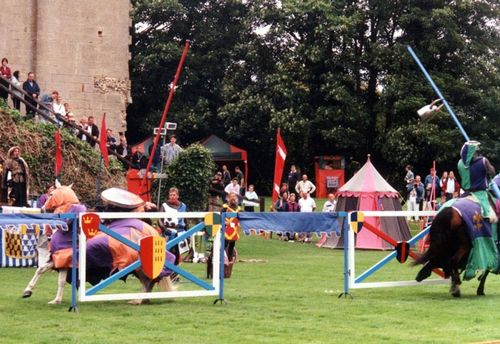 Jousting at Hedingham Castle, Essex  26/8/2002