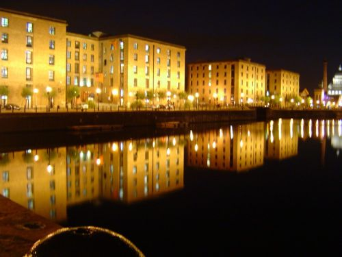 Albert Dock, at night. During my visit to Liverpool in September, 2005. (I miss that city a lot!)
