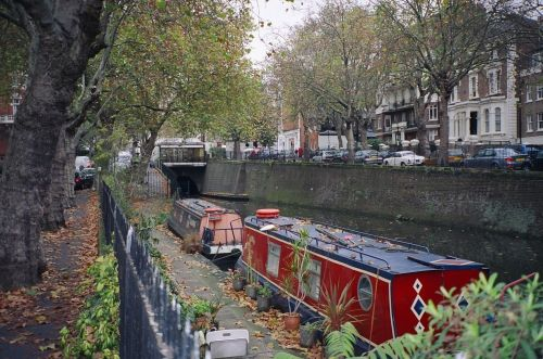 Walking the Canal from Camden Town to Lisson Grove. Picture taken in Mid May, 2005