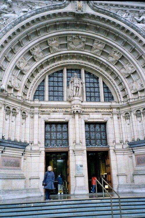 London - Victoria and Albert Museum, June 2005