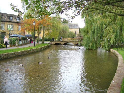 the river, Bourton on the water