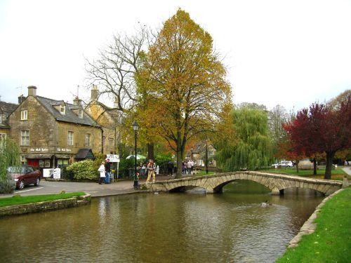 Autumn colours, Bourton-on-the-Water, in the Cotswolds.