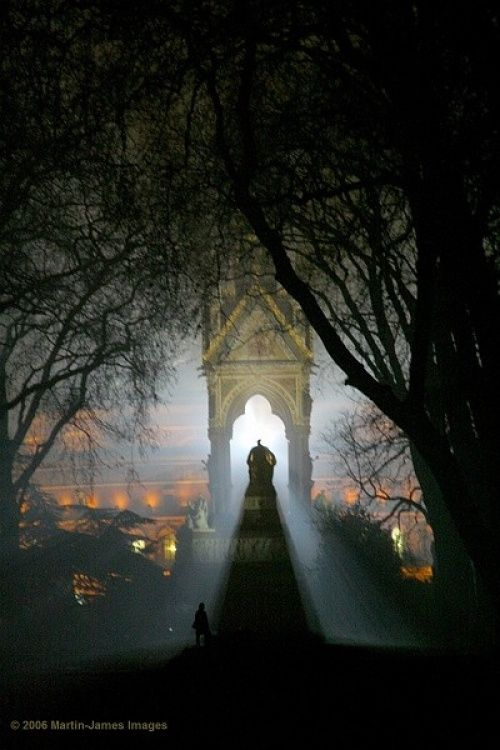 London Royal Albert Hall, Albert Memorial, Hyde Park, in the fog! Dec 20th 2006