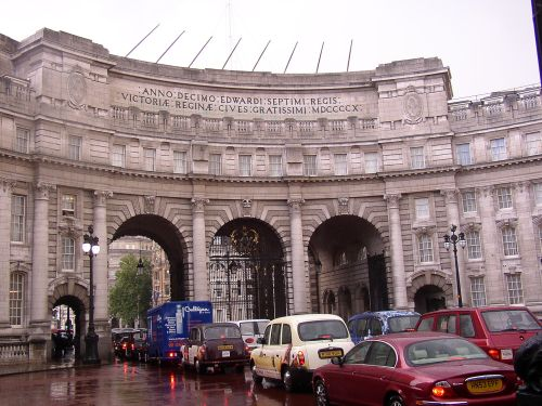 Admiralty Arch from The Mall, London 2004