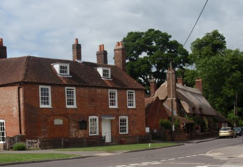 Cottages on Winchester road Chawton