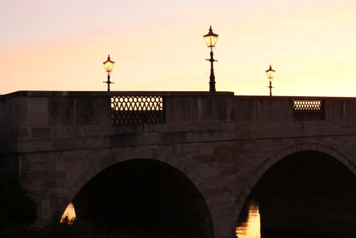Chertsey bridge ( surrey ) over the river Thames, at dawn.