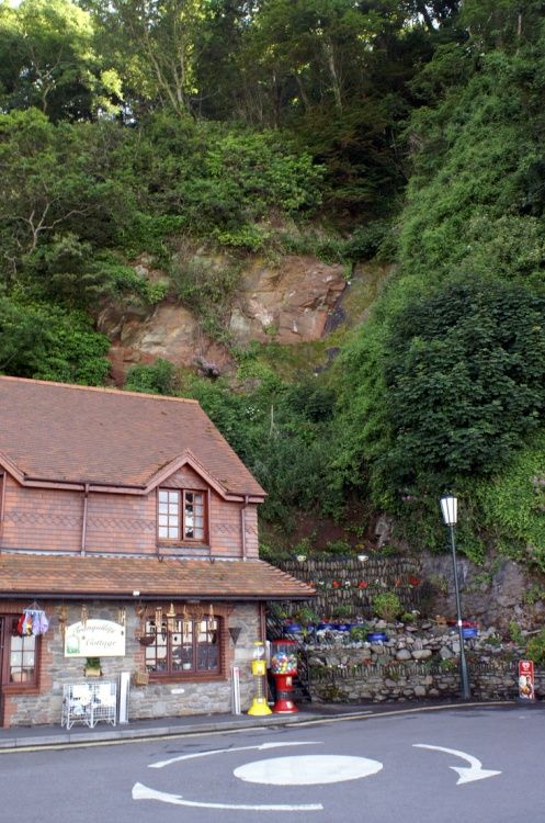 The gift shop under the cliffs.