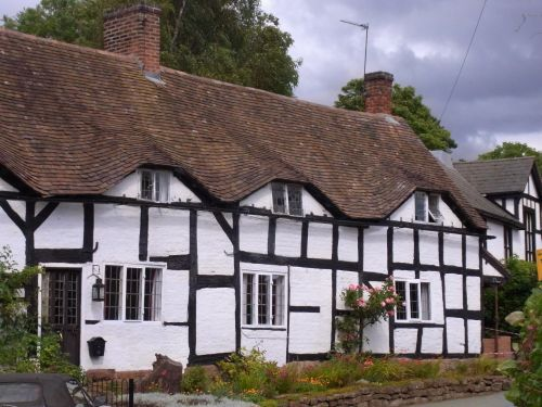 Cottages in Tong