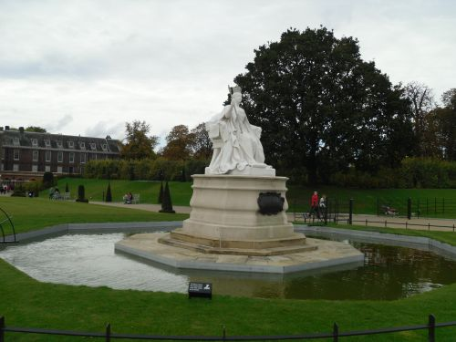 London, the Kensington park, the monument to queen Victoria