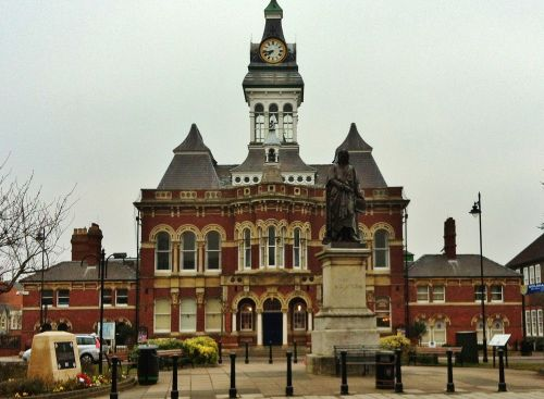 The Guildhall and statue of Isaac Newton in Grantham