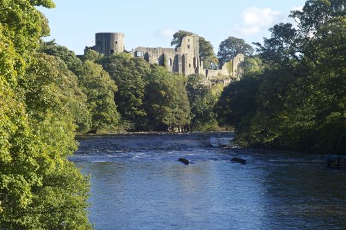 Barnard Castle and the river Tyne
