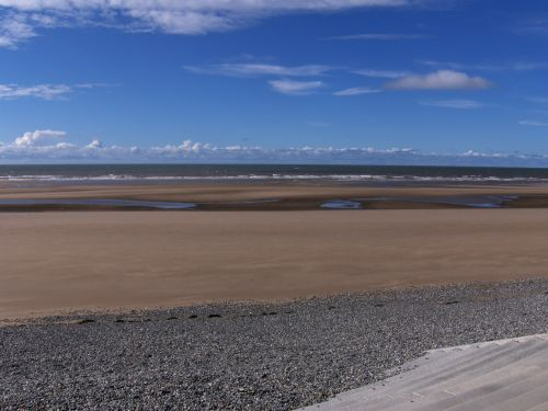 Brilliant blue and satin sand