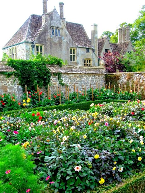 Avebury Garden and Manor, Wiltshire