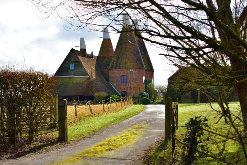 A 4-Kiln Oast House Now a Large Family Home in Chiddingstone, Kent