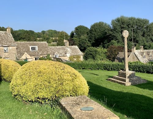 Churchyard of St. Peter's in Duntisbourne Abbots.