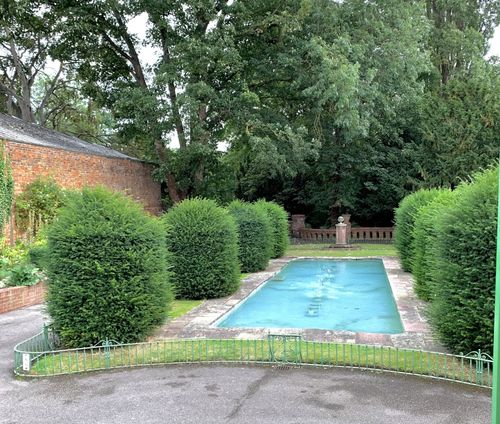 Italian Style Garden in Cheltenham.