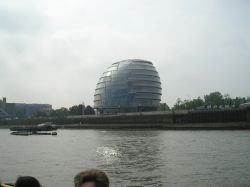 Thames + City Hall