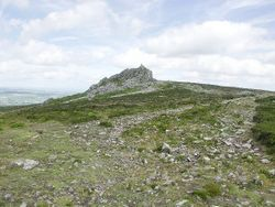 Approaching Manstone Rock (The Devil's Chair), Stiperstones, Shropshire