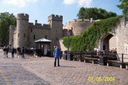 vitalie at tower of london Wallpaper