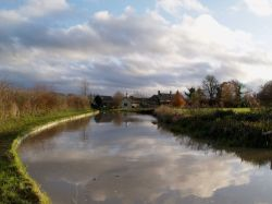 The Oxford Canal at Nell Bridge Lock, near Aynho.