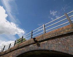 Bridge over the Oxford canal, Cropredy, Oxon. Wallpaper