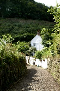 The steep narrow road into Clovelly.