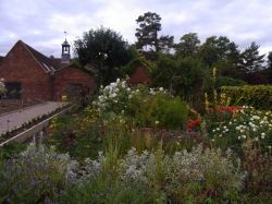 Walled garden, Packwood House