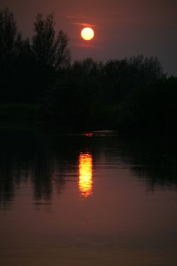 Setting sun over The River Thames, Oxfordshire