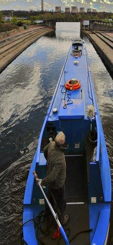 Narrow Boat leaving Trent Lock, Long Eaton