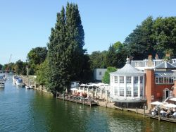 Hampton Court (East Molesey)