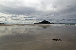 Low tide at St Michaels Mount Wallpaper