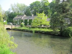 River Coln flowing through Bibury