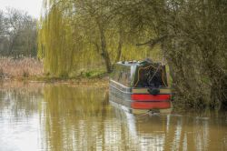 Narrowboat on the Oxford Canal at Cropredy, Oxfordshire Wallpaper