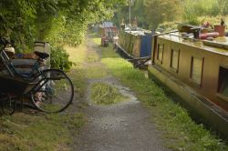 Narrowboats Moored on the Oxford Canal at Cropredy, Oxfordshire Wallpaper
