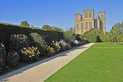 Hardwick Hall and garden Wallpaper