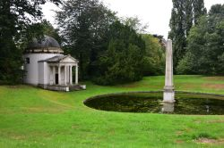 The Ionic Temple and Obelisk at Chiswick House