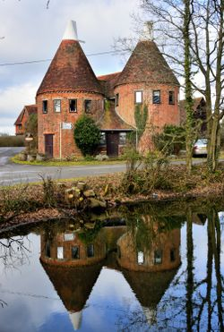 A 2-Kiln Oast House Converted to a Fine Chiddingstone Home