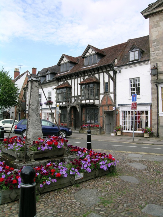 Remains of the village cross, Henley-in-Arden. 24 July 04