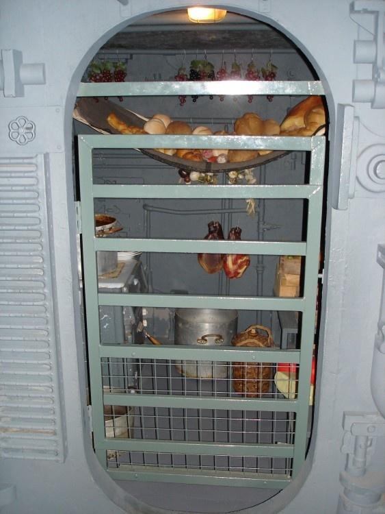 inside the german u boat display hut 3 eden camp malton. Black Bedroom Furniture Sets. Home Design Ideas