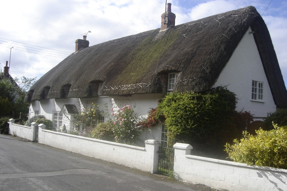 Thatched cottages in Amesbury Village, Wiltshire. 2005