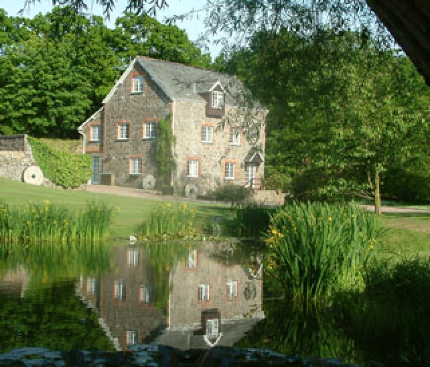 Millbrook Cottages Lake in High Bickington, Devon