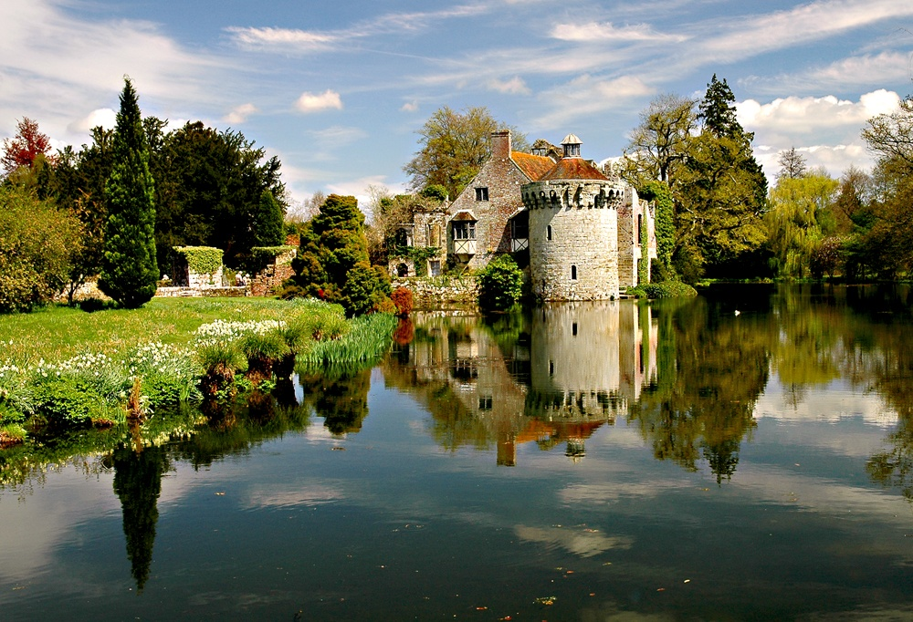 Picture of Scotney Castle, near Lamberhurst in Kent ...