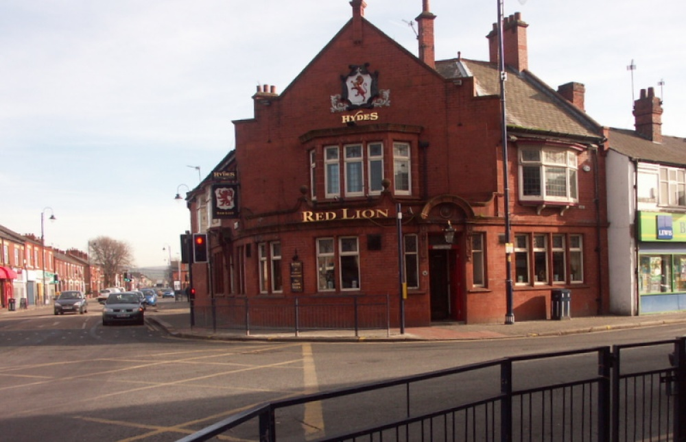 Red Lion Pub in Denton, Greater Manchester