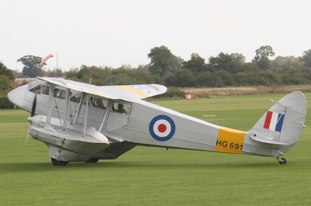 DH 89A Dragon Rapide Old Warden (pleasure flights)
